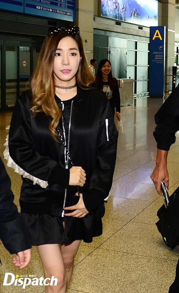 """Seohyun, Tiffany """"thi nhau"""" lộ chân xương xẩu tại sân bay"""