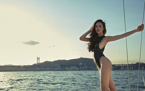 """Ngẩn ngơ ngắm """"Quyên"""" Ngọc Anh khoe dáng với bikini trên du thuyền triệu đô"""