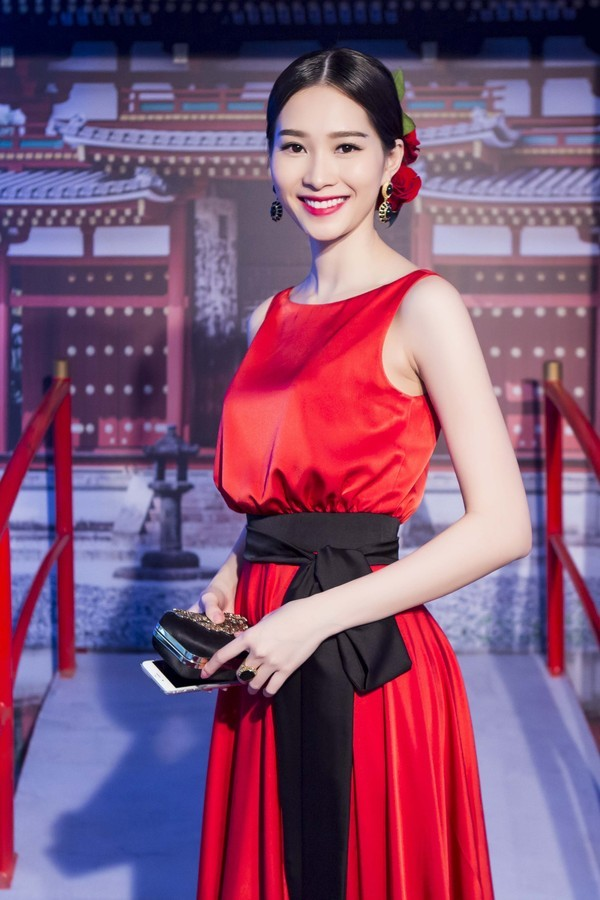 Hoa hậu Thu Thảo khác lạ với vẻ đẹp kiêu sa, lộng lẫy trong sự kiện