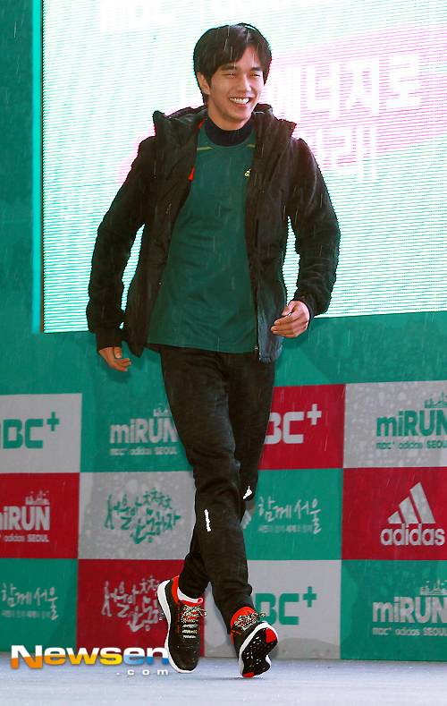 Yoo Seung Ho gầy gò, già nua vui đùa cùng Haha tại sự kiện