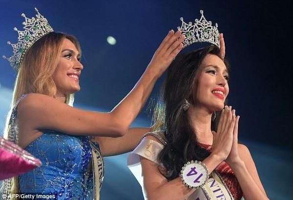 Ngắm nhan sắc quyến rũ của Hoa hậu chuyển giới quốc tế 2015