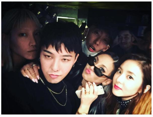 Gà nhà YG và SM tụ tập thân thiết trong buổi tiệc của đàn anh