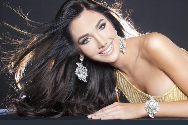 Say đắm với nhan sắc tuyệt mỹ của Tân Hoa hậu Quốc tế 2015