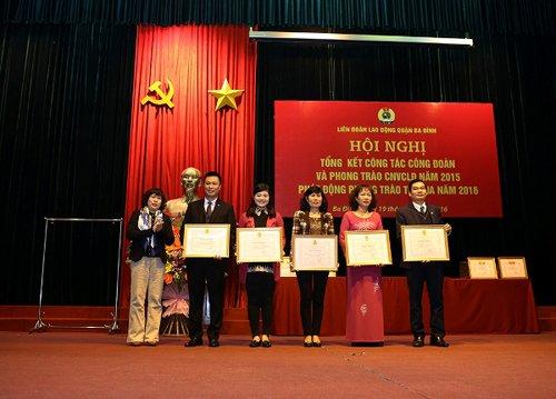 Tâm Bình nhận bằng khen của LĐ Lao động TP.Hà Nội