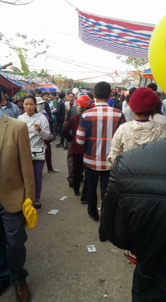 """Chợ Viềng Nam Định chật cứng người """"mua may, bán rủi"""""""