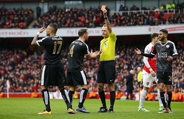 Welbeck giúp Arsenal lội ngược dòng đánh bại Leicester City