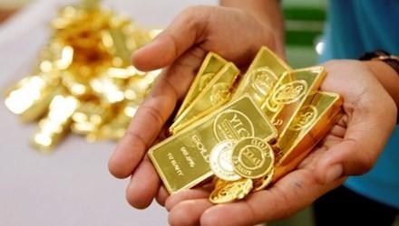 Giá vàng hôm nay 15/2: giá vàng thế giới giảm mạnh