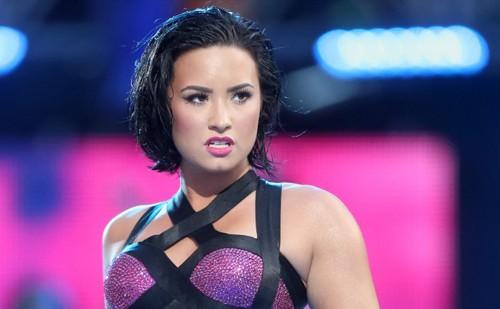 Demi Lovato chưa được xuất viện sau 5 ngày bất tỉnh vì sốc ma túy
