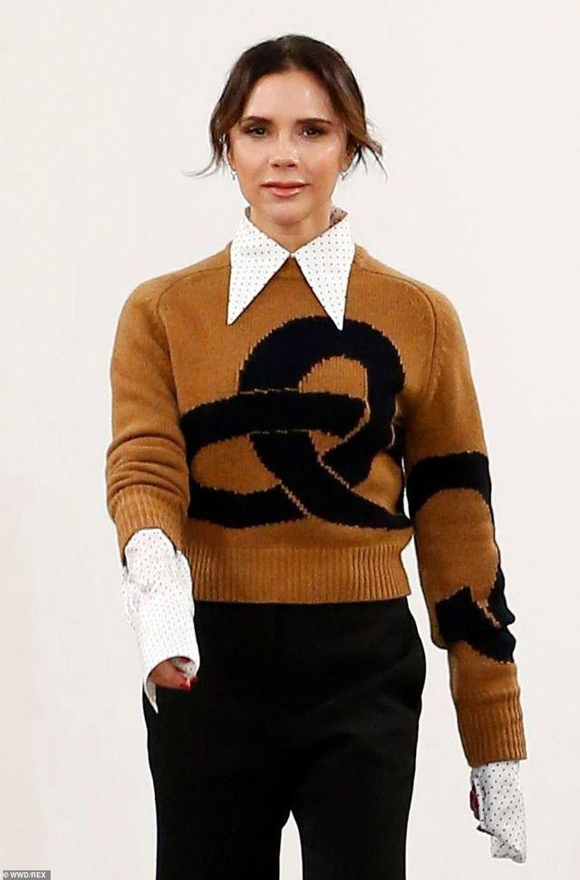 Victoria Beckham được chồng con ủng hộ khi ra mắt bộ sưu tập mới