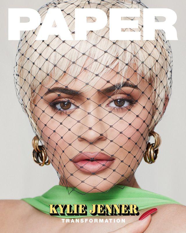 Kylie Jenner quyến rũ trên tạp chí