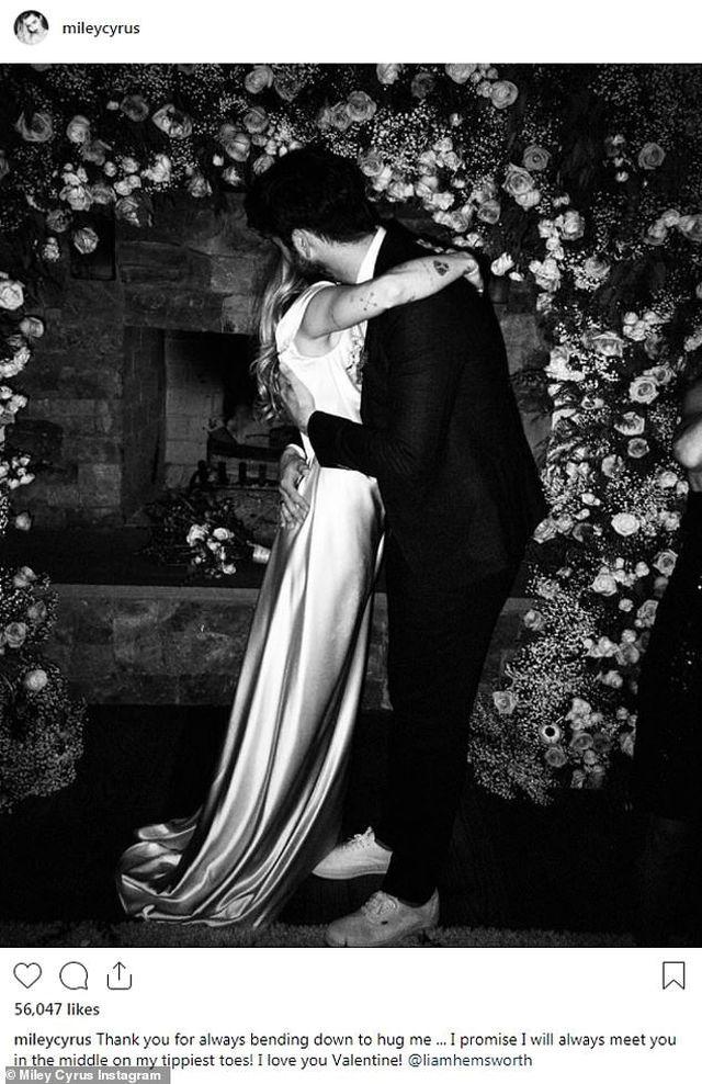 Lễ tình nhân, Miley Cyrus khoe ảnh cưới chưa bao giờ công bố