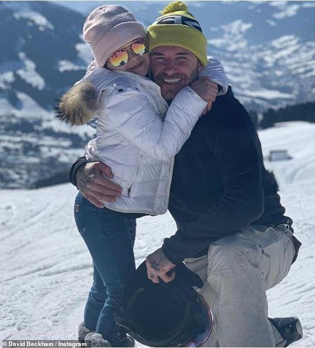 Khoe ảnh gia đình hạnh phúc, Victoria Beckham khẳng định sức mạnh gia đình