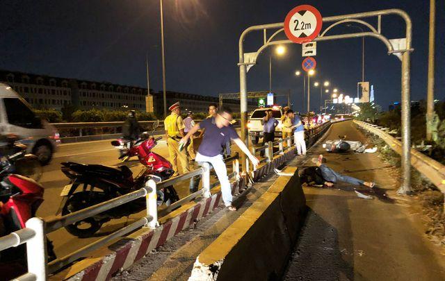 Lao vào dải bê tông đặt giữa đường, người đi xe máy chết thảm