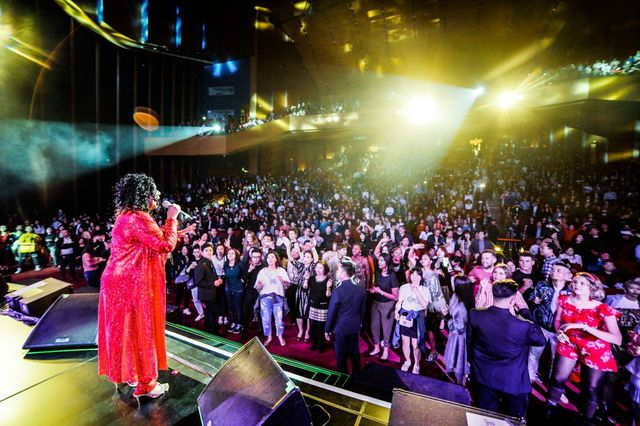Ban nhạc huyền thoại Joy liên tục khen phụ nữ Việt Nam đẹp tuyệt vời