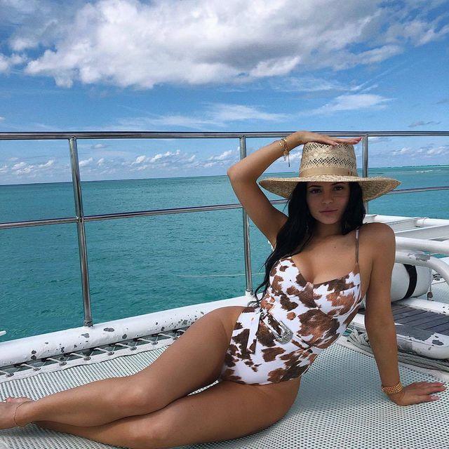Kylie: Cô em út giàu có và thành đạt nhất gia đình Kardashian - Jenner