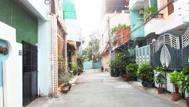 """""""Độc chiêu"""" buôn nhà cũ, nát ở Sài thành"""