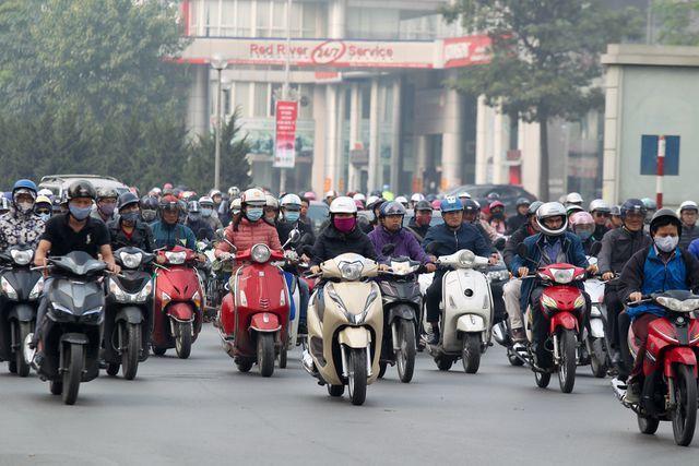 """""""Không nên cấm xe máy trên toàn tuyến đường Nguyễn Trãi hoặc Lê Văn Lương"""""""