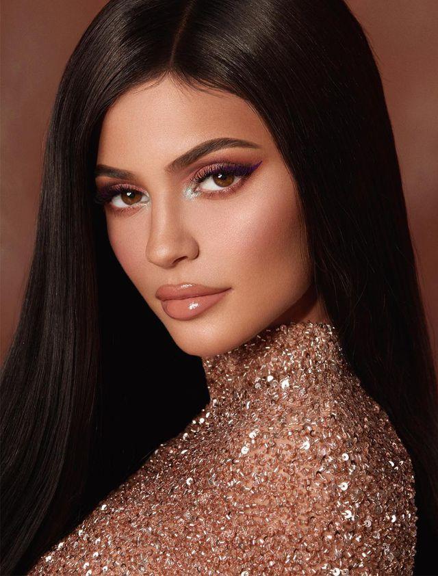 """Nói Kylie Jenner là tỷ phú """"tự thân"""", có đúng không?"""