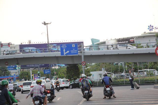Sân bay Tân Sơn Nhất vẫn là điểm nóng vi phạm giao thông
