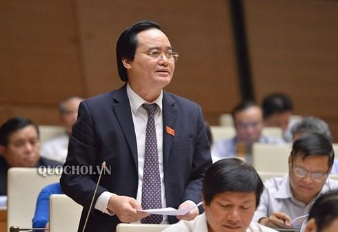 """Bộ trưởng Phùng Xuân Nhạ """"xin nhận trách nhiệm"""" về gian lận thi cử, bạo lực học đường"""