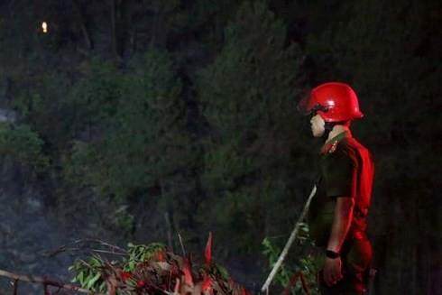 Phó giám đốc Công an đứng lặng sau nỗ lực chữa cháy rừng