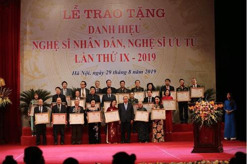 391 nghệ sĩ được phong tặng danh hiệu Nghệ sĩ Nhân dân, Nghệ sĩ Ưu tú
