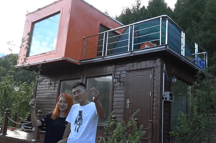 Cặp vợ chồng biến container bỏ hoang thành nhà hai tầng