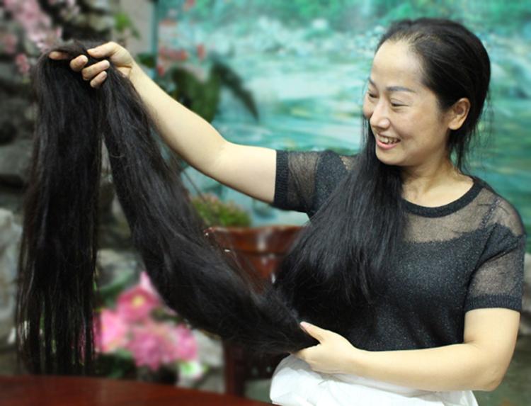 Cuộc sống của người phụ nữ có mái tóc 2,4 mét