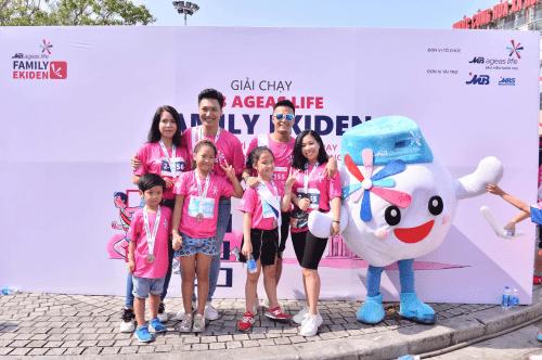 Gia đình Mạnh Trường, Hồng Đăng tham gia giải chạy tiếp sức bán chuyên