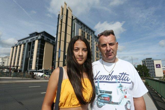 Bố bị cảnh sát xét hỏi vì đi cùng con gái vào khách sạn