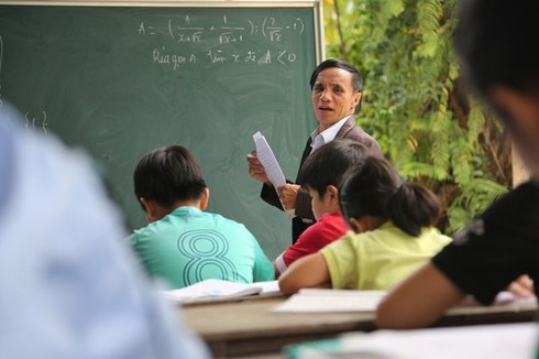 """Quả ngọt từ nghị lực và lòng nhân ái của """"thầy giáo không bằng cấp"""""""