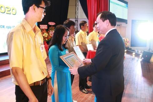 TPHCM: Các tân sinh viên chính thức bước vào năm học mới