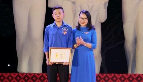 Nam sinh Nghệ An dũng cảm cứu 2 người giữa dòng nước lũ: Bộ GD&ĐT tặng Bằng khen