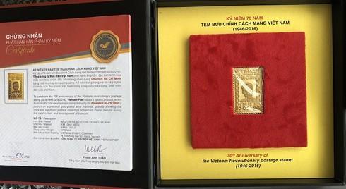 Độc đáo tem mạ vàng có hình ảnh Bác Hồ