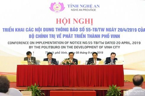 Phó Thủ tướng Vương Đình Huệ chủ trì hội nghị về phát triển thành phố Vinh