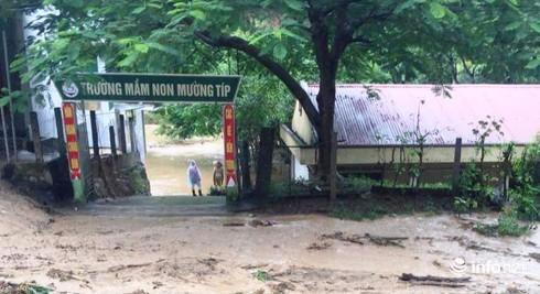 """Giám đốc Sở GD&ĐT Nghệ An: """"Xem xét lùi ngày Khai giảng ở một số điểm bị ngập lụt"""""""