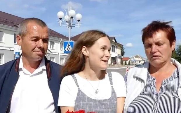 Mất tích trên tàu, cô gái đoàn tụ với cha mẹ sau 20 năm