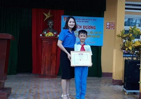 Quảng Nam: Tặng giấy khen 3 em học sinh nhặt được ví tiền trả lại người mất