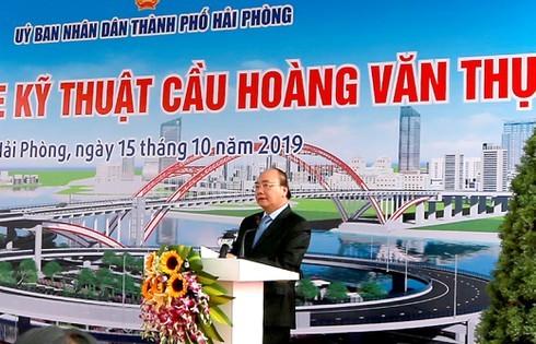 Thủ tướng Chính phủ dự lễ thông xe kỹ thuật công trình cầu Hoàng Văn Thụ