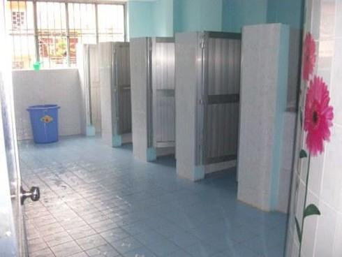 TPHCM: Đặc biệt lưu ý nhà vệ sinh cho nữ sinh trong trường học