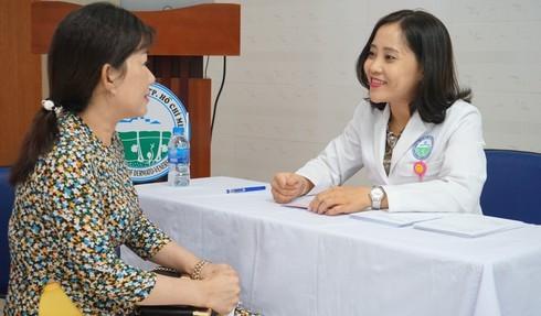 Bệnh viện Da liễu TPHCM khám miễn phí cho thầy cô giáo dịp 20/11