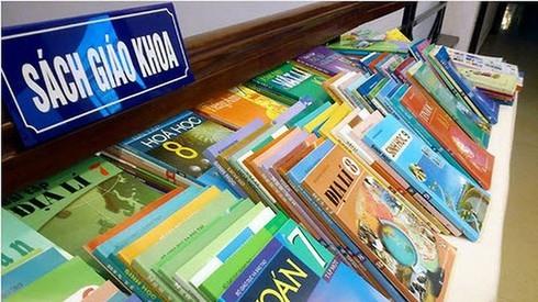 Vì sao Bộ GD&ĐT không công khai ý kiến thẩm định sách giáo khoa?
