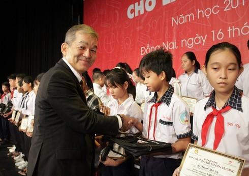 Hàng trăm suất học bổng dành cho học sinh hiếu học tỉnh Đồng Nai