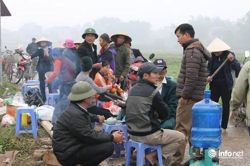 """Dân lại chặn xe vào bãi rác Nam Sơn: Huyện Sóc Sơn kiến nghị """"khẩn"""""""
