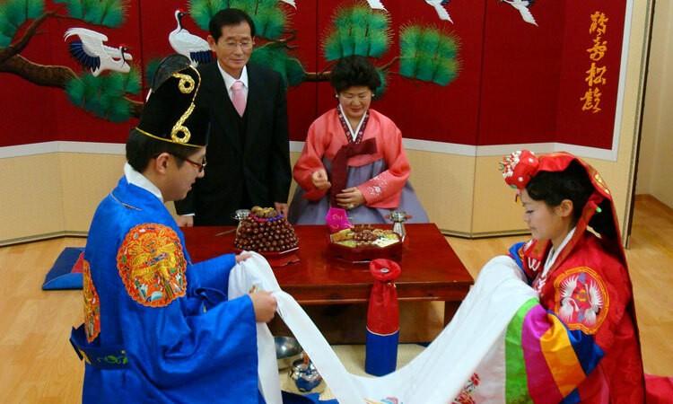 Người trẻ Hàn Quốc sợ cưới vì tốn kém