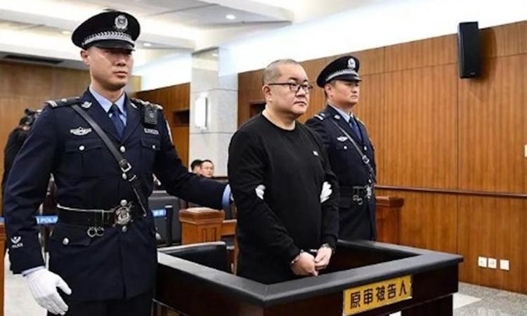 Vợ chồng công an Trung Quốc chạy án tử cho con