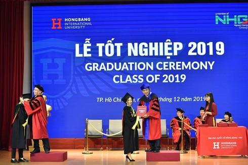 Đại học Quốc tế Hồng Bàng trao bằng cho 2.000 cử nhân, thạc sĩ
