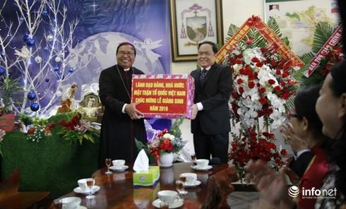 Chủ tịch UBTƯ MTTQ Việt Nam chúc mừng Giáng sinh tại Đắk Lắk