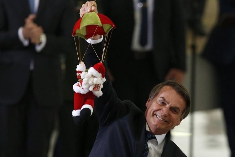 Tổng thống Brazil nhập viện vì bị ngã