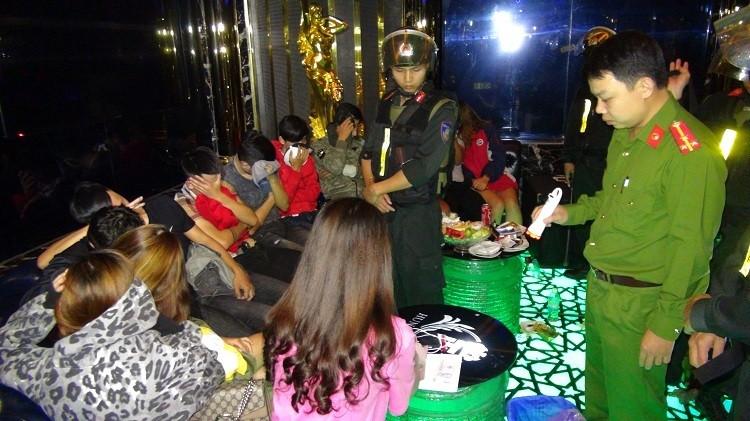 'Tiệc ma túy' trong quán karaoke